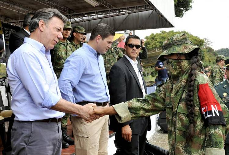 Colombian President Juan Manuel Santos addresses demobilized members of the ELN (National Liberation Army) in Cali, Colombia on July 16, 2013. (Photo: AFP/Colombian Presidency)