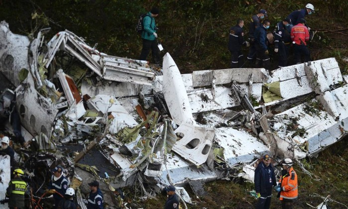 63006567_rescue-teams-work-in-the-recovery-of-the-bodies-of-victims-of-the-lamia-airlines-charter-th