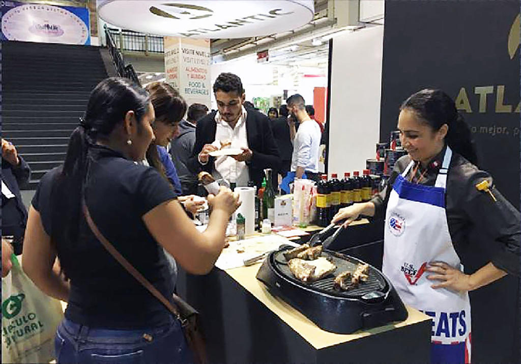 Chef Cecilia Alfaro prepares U.S. pork tasting samples at Alimentec 2016